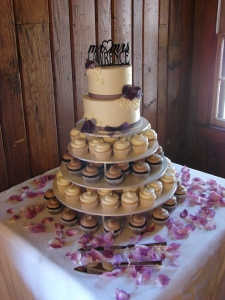 Cake & Cupcakes for a wedding by Main Street Bakery & Catering Luray, VA