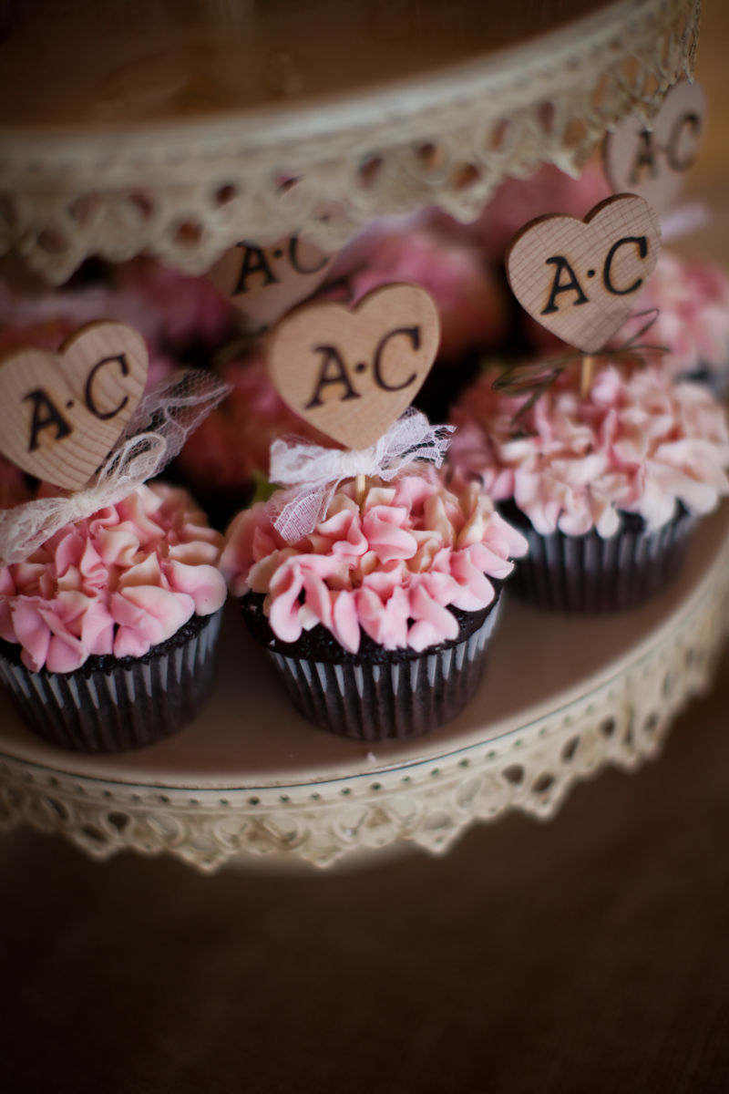 Cupcakes for a wedding by Main Street Bakery & Catering Luray, VA ...